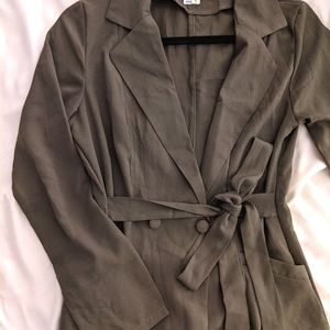 NWOT 🕵️♀️ Olive green lightweight trench